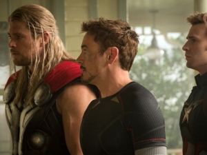 Avengers 2 new Thor, Iron Man & Cap picture is dull as shit