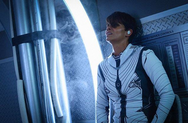 Halle Berry in Extant Season 1
