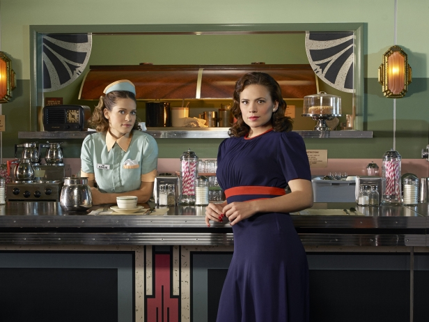 Angie (Lyndsy Fonseca) and Peggy (Hayley Atwell) in Agent Carter