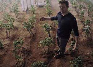 The Martian new TV spot: Matt Damon does some gardening