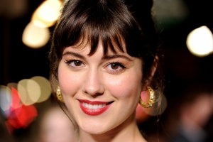 Mary Elizabeth Winstead fights White House aliens in BrainDead