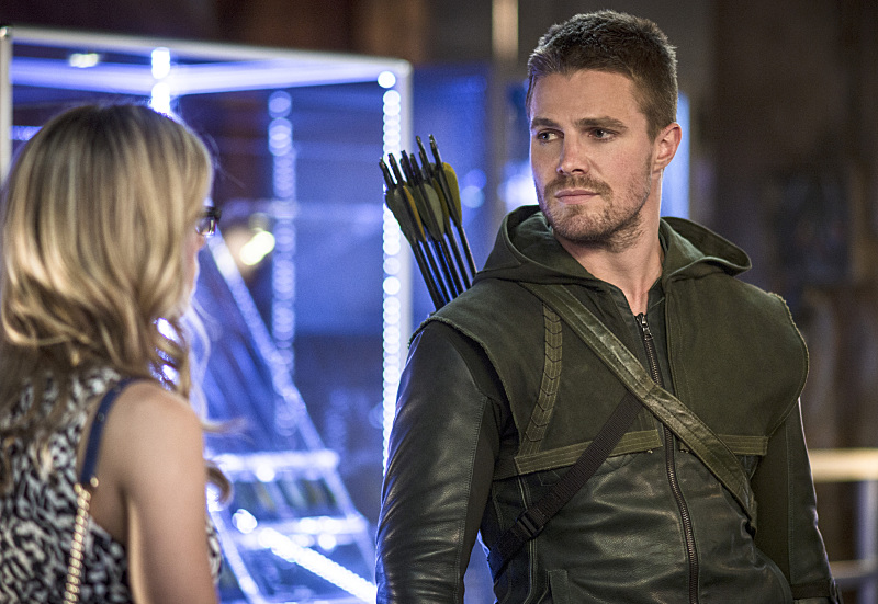 "Arrow -- ""The Magician"" -- Image AR304a_0374b -- Pictured (L-R): Katie Cassidy as Laurel Lance and Stephen Amell as Oliver Queen -- Photo: Ed Araquel/The CW -- © 2014 The CW Network, LLC. All Rights Reserved."