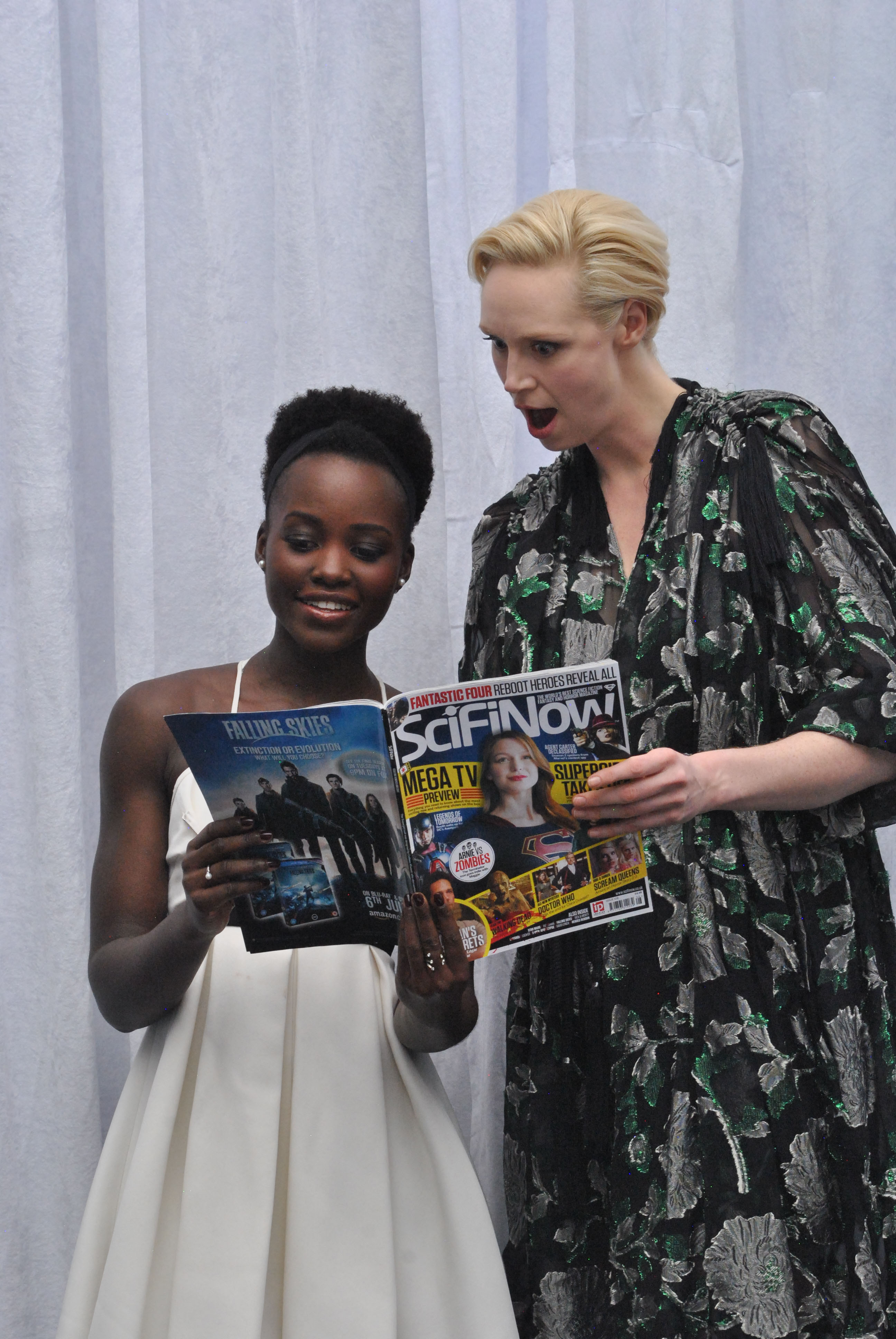 Lupita Nyong'o & Gwendoline Christie 120415 Star Wars The Force Awakens - 38(1)