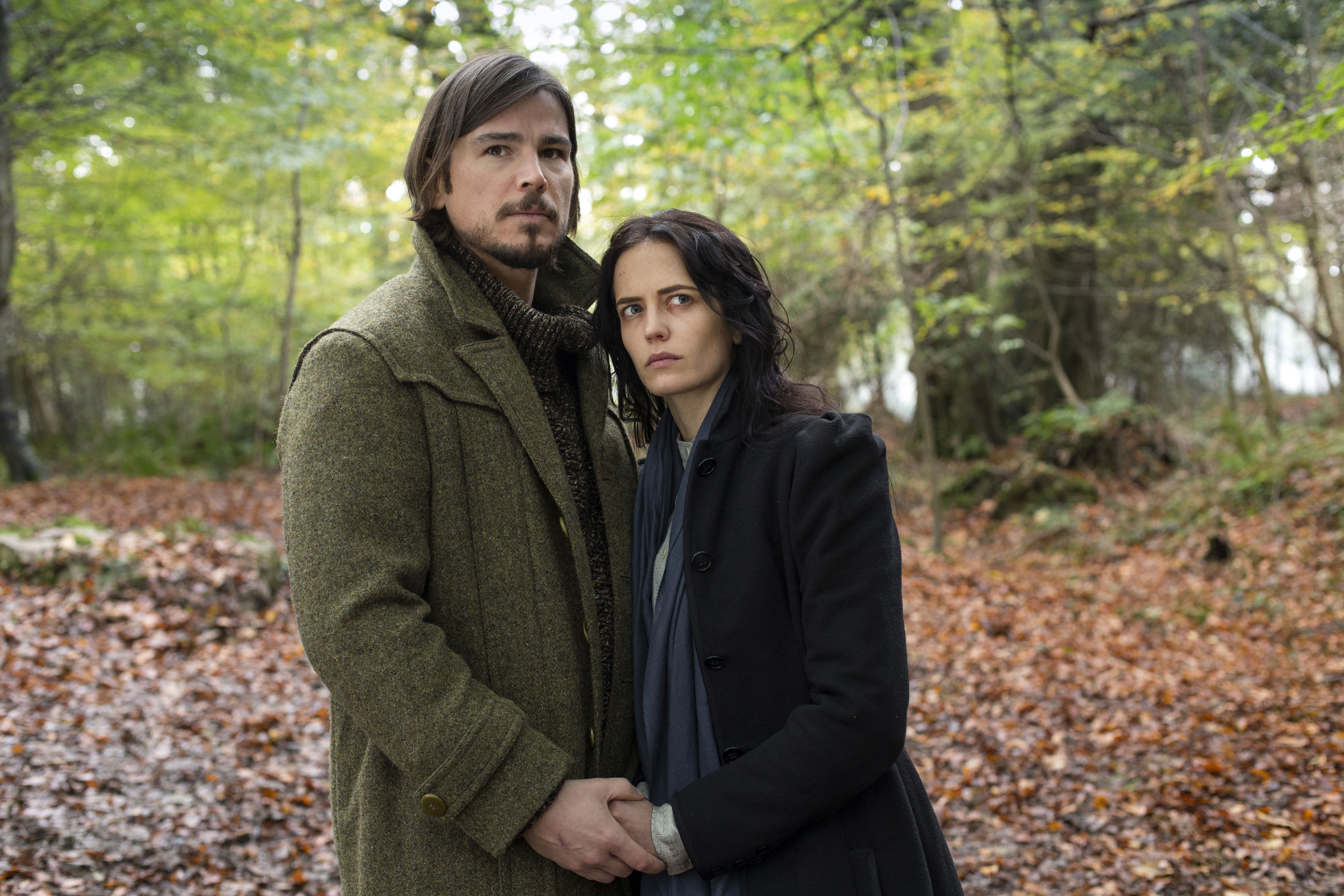 penny-dreadful-season-2-eva-green-josh-hartnett