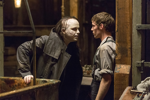 Rory Kinnear as The Creature and Harry Treadaway as Dr. Victor Frankenstein in Penny Dreadful (season 2, episode 1). - Photo: Jonathan Hession/SHOWTIME - Photo ID: PennyDreadful_201_0755