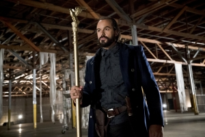 "Legends Of Tomorrow: Vandal Savage ""wants to teach humanity a lesson"""