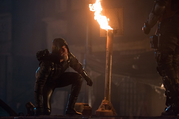 """DC's Legends of Tomorrow -- """"Star City 2046"""" -- Image LGN106b_0270.jpg -- Pictured: Steven Amell as Oliver Queen/The Green Arrow -- Photo: Diyah Pera/The CW -- © 2016 The CW Network, LLC. All Rights Reserved"""