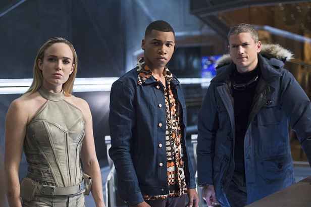 """DC's Legends of Tomorrow -- """"Pilot, Part 2"""" -- Image LGN102_20150930_0230b.jpg -- Pictured (L-R): Caity Lotz as Sara Lance/White Canary, Franz Drameh as Jefferson """"Jax"""" Jackson and Wentworth Miller as Leonard Snart/Captain Cold -- Photo: Diyah Perah/The CW -- © 2015 The CW Network, LLC. All Rights Reserved."""