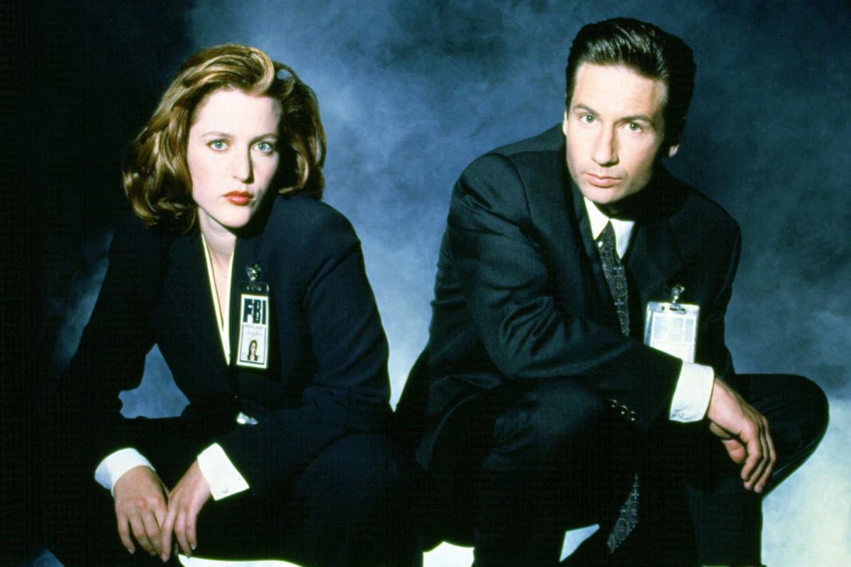 X-Files-pose-1200x800