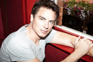 Disney Broadway Hits announces John Barrowman as emcee