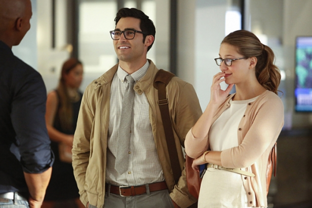 """Supergirl -- """"The Adventures Of Supergirl"""" -- Image SPG201b_0002 -- Pictured (L_R) Tyler Hoechlin as Clark and Melissa Benoist Kara -- Photo: Bettina Strauss/The CW -- © 2016 The CW Network, LLC. All Rights Reserved"""