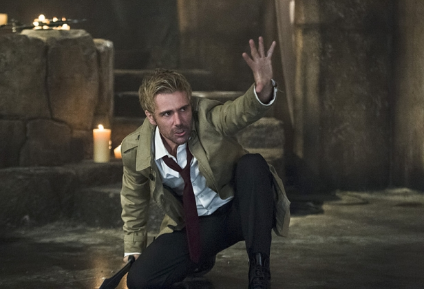 arrow-season-4-episode-5-constantine-with-arm-up