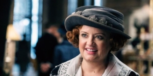 Sabrina TV series casts Lucy Davis as Aunt Hilda